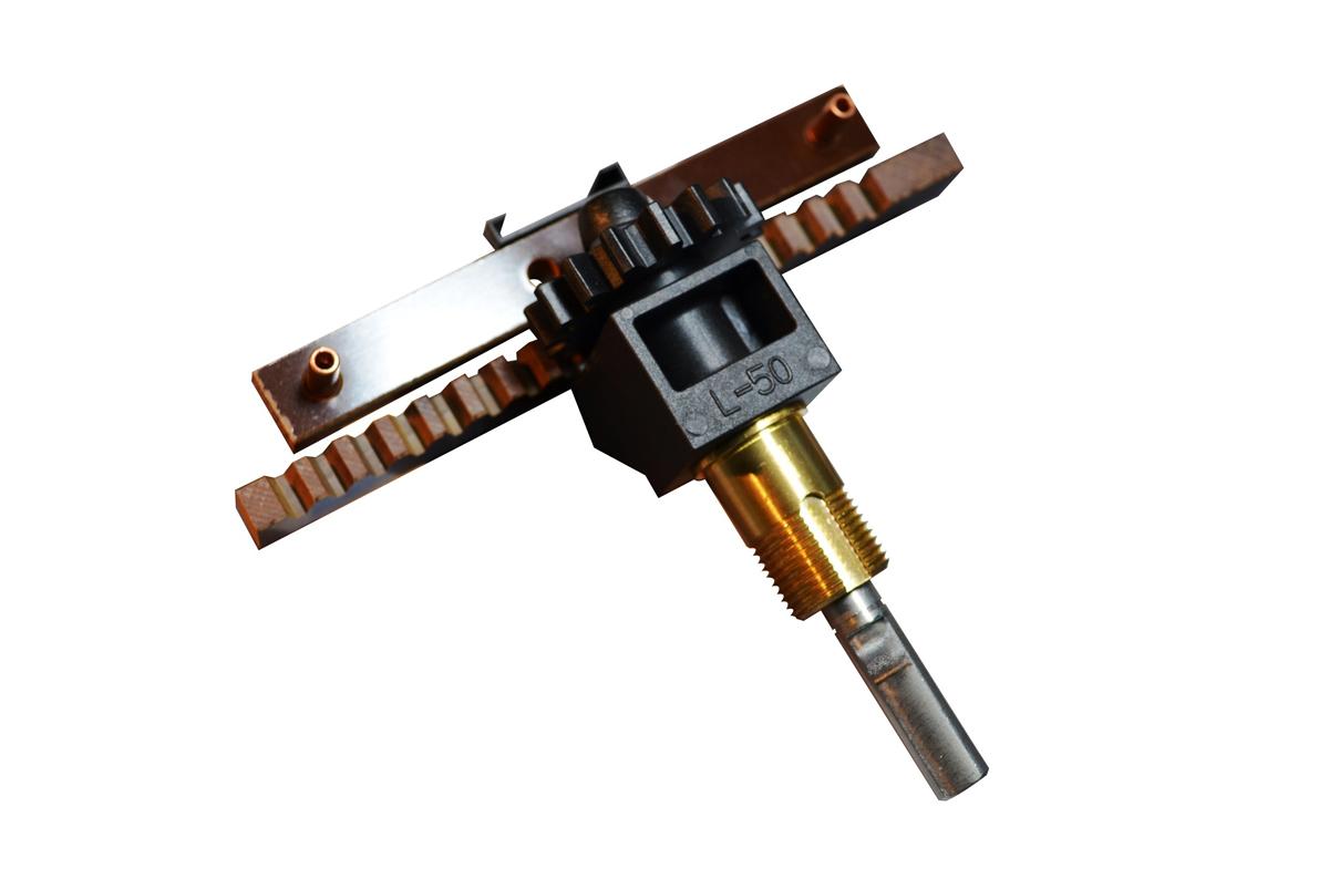 stampaggio-ad-iniezione-di-materie-plastiche-lavorazione-costruzione-produzione-stampi-in-plastica_montaggio-particolare-2